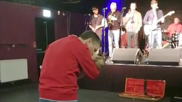 Padre baila con su hija de dos años antes de morir (VÍDEO)