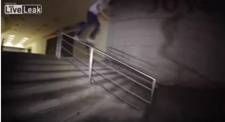 Skater se destroza la pierna al intentar un truco sobre su patineta (VIDEO)