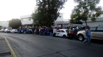 Sindicatos paralizan oficinas de Finanzas en Michoacán