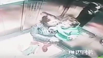 Niñera es sorprendida golpeando a un bebé en un ascensor (VIDEO)