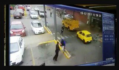 Roban en 40 segundos 240 mil dólares a camión blindado (VIDEO)
