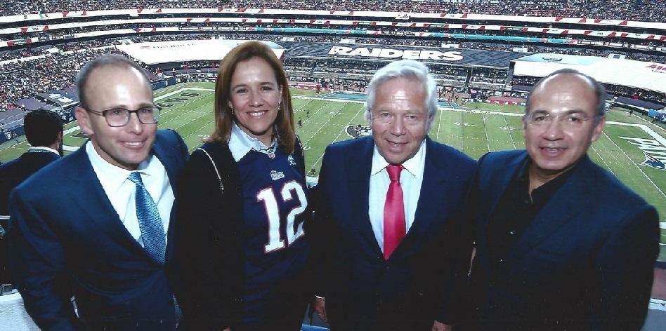 Felipe Calderón dona 500 mil pesos a Margarita Zavala