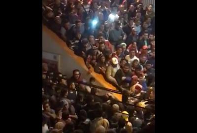 Usuarios del Metro se agarran a golpes en plena hora pico (VIDEO)