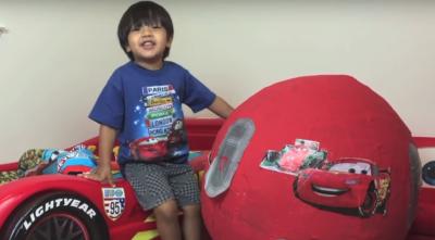 Niño de 6 años gana millones de dólares por esta simple razón (VIDEO)