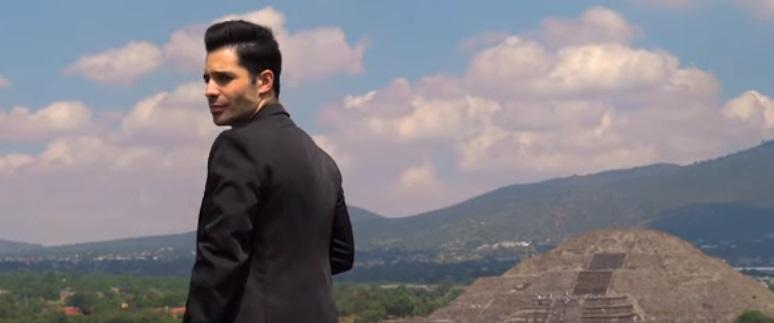 Un OVNI y Matías Ferreira salen en un video musical