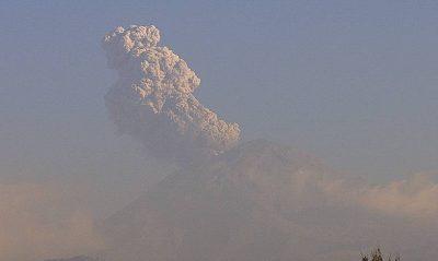 Popocatepetl lanza lluvia de ceniza: CENAPRED