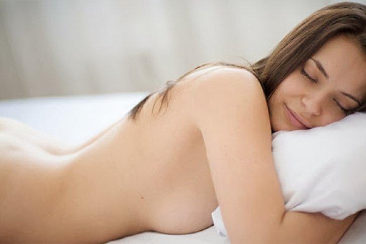 Increíbles beneficios de dormir tal y como Dios te trajo al mundo