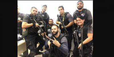 Policías se toman selfie con narcotraficante detenido