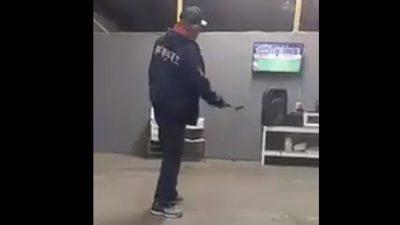 Aficionado de 'Rayados' rompe su televisor por penal fallado (VIDEO)