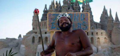 Conoce a 'El Rey' que vive hace 22 años en un castillo de arena (Fotos)