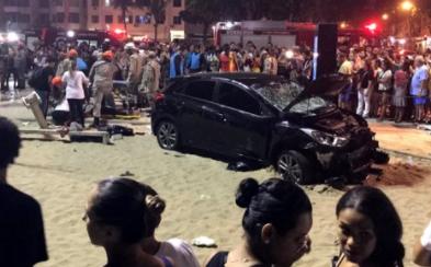 Auto atropella a peatones en Copacabana; deja 15 heridos y un muerto (VIDEO)