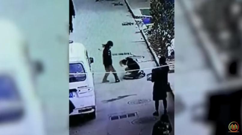 Niños encienden un cuete y les explota en la cara (VIDEO)