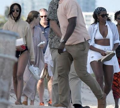 En Obama Bikini Captan Atrevido A Michelle Cuerpazo Presumiendo y76gYbfv