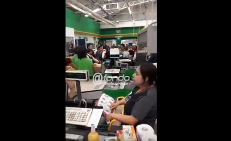 Cachan a pareja con bebé en brazos robando Bodega Aurrera y se pelean (VIDEO)