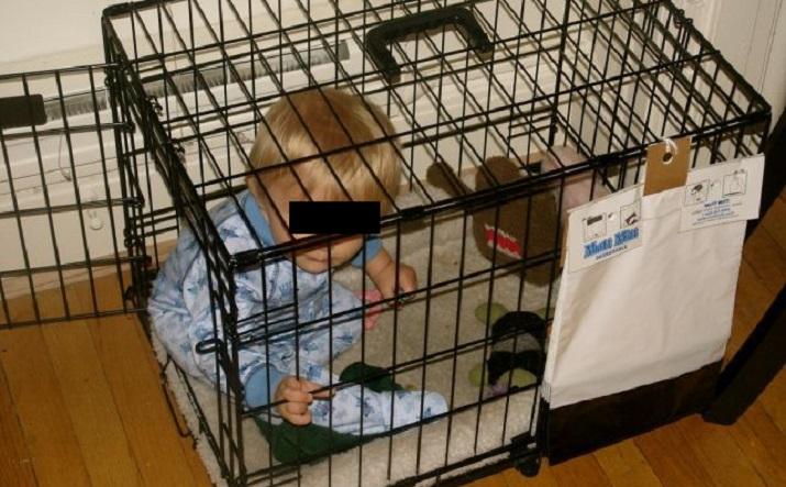 Hombre encerraba a su hijo de 12 años en una jaula para perros