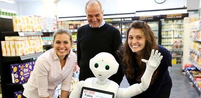Dueños de supermercado despiden a robot por inservible