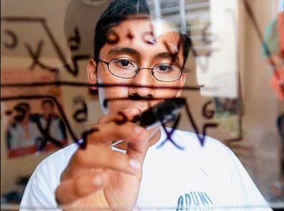 Prodigio de las matemáticas lucha por su vida: contrajo grave infección en Brasil