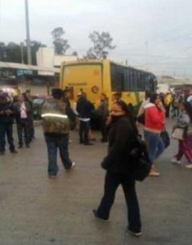 Mujer muere tras ser arrollada por un camión en Indios Verdes (FOTOS)