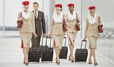 ¿Qué se requiere para ser azafata de Emirates?