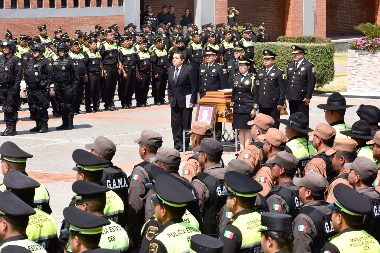 SSEM rinde homenaje de cuerpo presente a policía caído