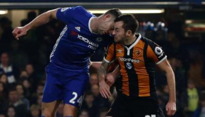 Joven jugador inglés se retira del fútbol ¡por brutal cabezazo!