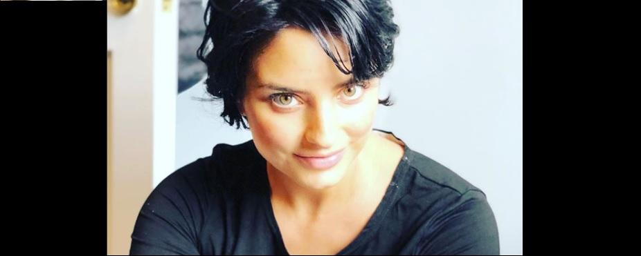 Aislinn Derbez enloquece redes sociales con tierna cara de su hija (VIDEO)