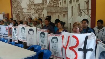 Padres de los 43 normalistas rechazan la 'verdad' obtenida con tortura