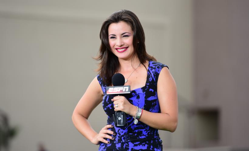 Kary Correa desata elogios con espectacular vestido rojo (FOTO)