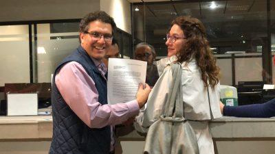 Armando Ríos Piter se registra como candidato presidencial