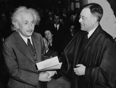 Filtran texto de Einstein dedicado a la vida extraterrestre