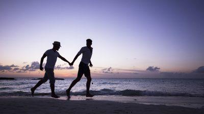 Captan a pareja gay teniendo relaciones en vía pública (VIDEO)