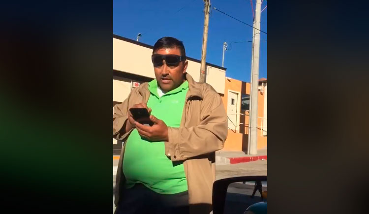 Taxistas confrontan a conductor de Uber en Baja California Sur (VIDEO)