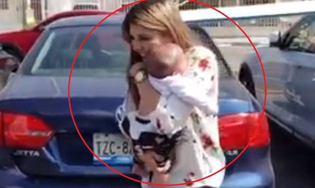Madre abandona a su bebé en al auto; reportan que murió de insolación