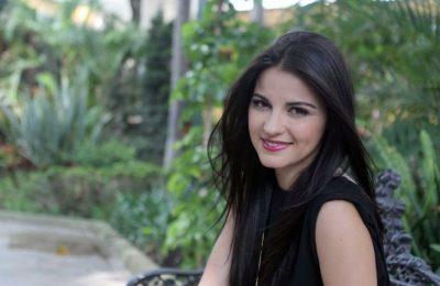 Maite Perroni se desabrocha la blusa y enseña sensual brasier blanco (FOTO)