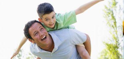 ¿Popularidad o prestigio? Los padres en la interacción de sus hijos