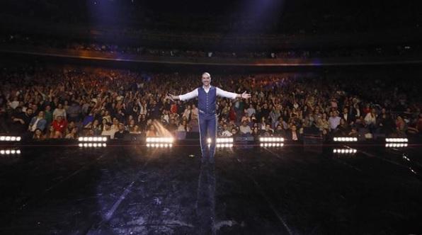 <i>¡Potrillo descarriado!</i>: los looks de Alejandro Fernández a través de los años