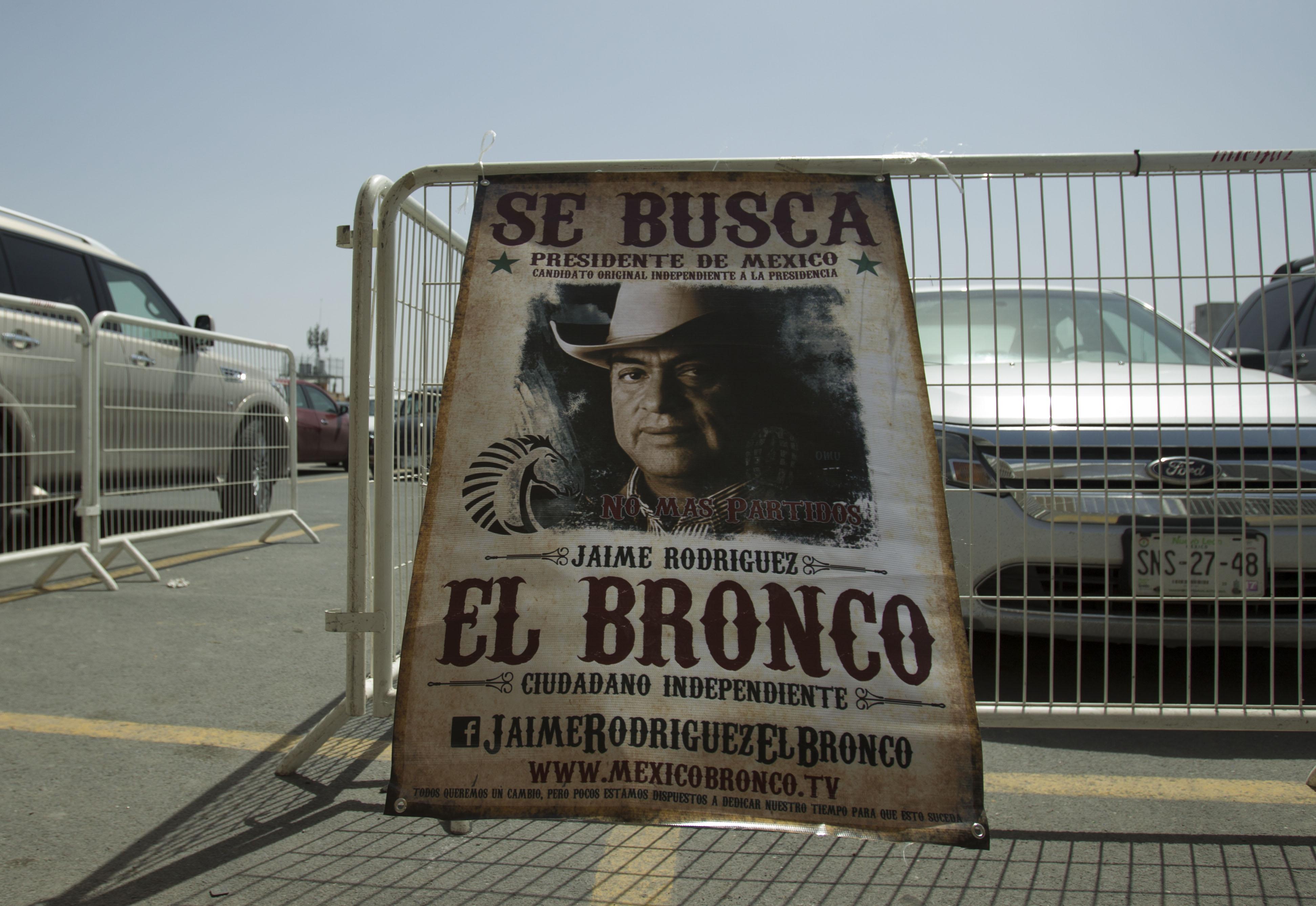 'El Bronco' arranca campaña muy al estilo del 'viejo oeste'