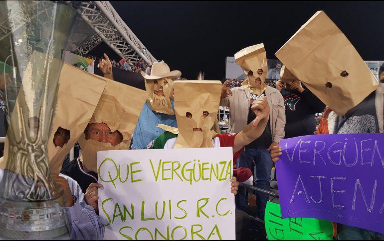 Roban trofeo de la Europa League en México