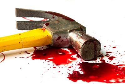 Comete brutal crimen contra su pareja: ¡lo mata ¡de un martillazo!