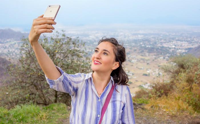 Descubre cómo mandar una ubicación falsa en tiempo real en WhatsApp