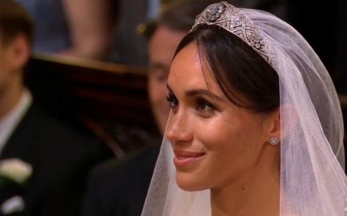 <i>Amor real</i>: Quédate con alguien que te mire como el príncipe Harry a Meghan Markle