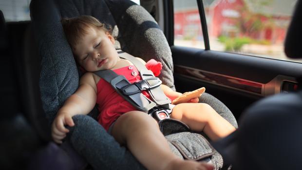 Olvidan a bebé de 7 meses en el auto; muere de asfixia y deshidratación