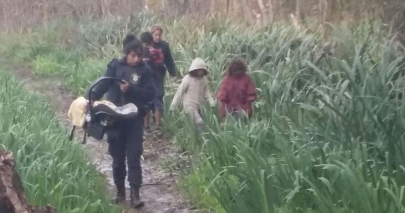 Madre Abandona A Sus Hijos En Medio De La Nada Fotos Lnn