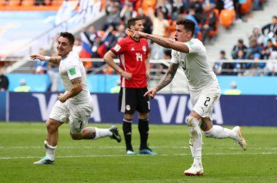 Uruguay gana agónicamente frente a Egipto