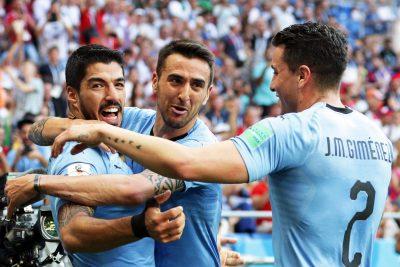 Uruguay saca la <i>garra charrúa</i> y vence por la mínima a Arabia Saudita