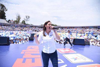 Martha Erika Alonso llena estadio en cierre de campaña