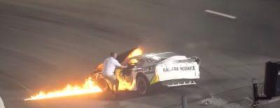 Tragedia en la Nascar: piloto se incendia y su padre irrumpe en la pista (VIDEO)