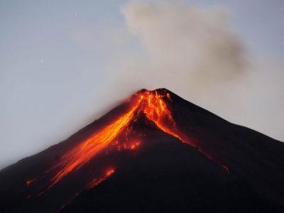 Emergencia en Guatemala: Volcán de Fuego convulsiona al país (VIDEOS)