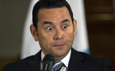 Exigen renuncia del presidente en Guatemala tras erupción del Volcán de Fuego