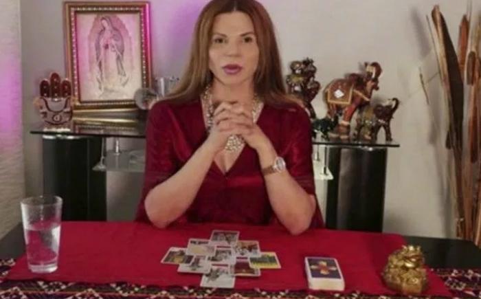 Mhoni Vidente consiente a sus seguidores con los horóscopos del Tarot